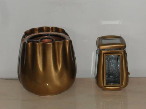img-Vaso e Lanterna em tons dourados