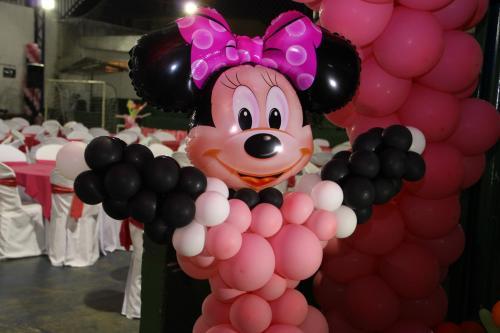 img-Festa de Aniversário com decoração balões - Tema Minie