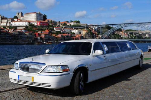 destaque LOCATION LIMOUSINES LINCOLN TOWN CAR HJ À PORTO