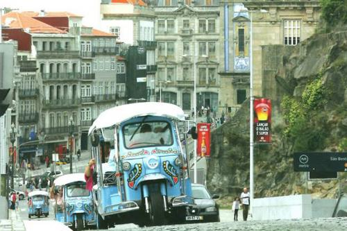img-TUK WITH PASSION