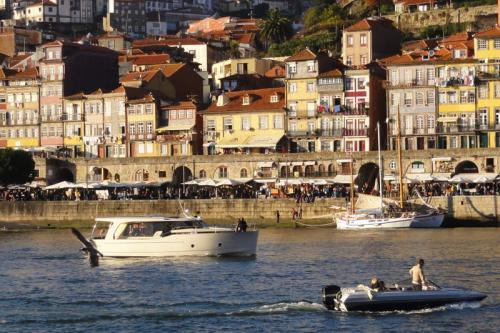 CRUZEIRO NO DOURO IATE EXCLUSIVO, 3 HORAS NO PORTO