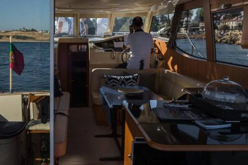 tt3DOURO CRUISE IN PRIVATE YACHT, FROM POCINHO TO PINHÃO2 thumbs
