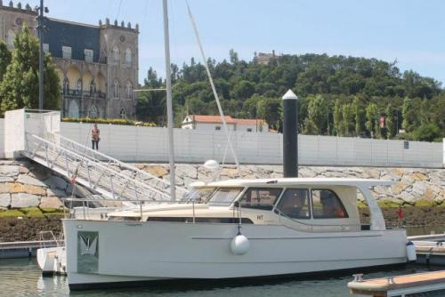 img-DOURO CRUISE IN PRIVATE YACHT, FROM PORTO TO PINHÃO