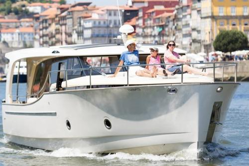 tt3DOURO CRUISE IN PRIVATE YACHT, FROM PORTO TO ILHA DOS AMORES2 thumbs
