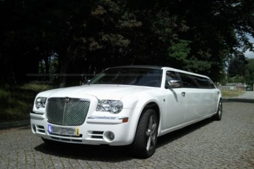 ALUGUER DE LIMOUSINES CHRYSLER 300C NO PORTO