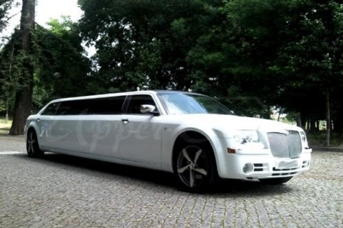 tt3ALUGUER DE LIMOUSINES CHRYSLER 300C NO PORTO2 thumbs