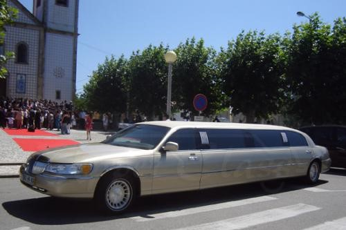 img-ALUGUER DE LIMOUSINES LINCOLN TOWN CAR HI NO PORTO