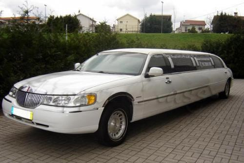 img-ALUGUER DE LIMOUSINES LINCOLN TOWN CAR DI NO PORTO