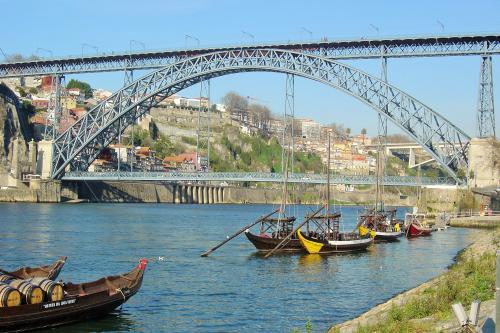img-BRIDGES CRUISE IN RABELO BOAT