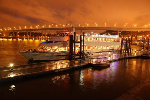 img-NEW YEAR'S EVE CRUISE WITH DINNER AND PARTY ON BOARD