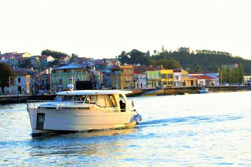 DOURO CRUISE IN PRIVATE YACHT, NIGHT ON BOARD