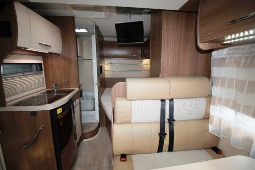 tt2-Aluguer Autocaravana Conforto para 3 pessoas1 thumbs