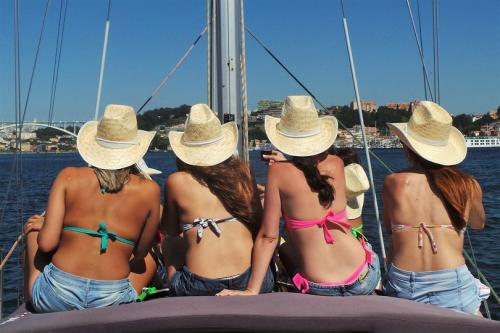 SAILING CRUISE - PARTIES ON BOARD