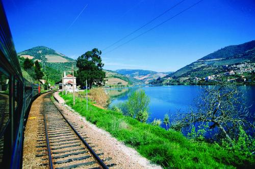 img-CRUISE FROM PORTO TO RÉGUA, WEEKEND WITHOUT A WINERY VISIT