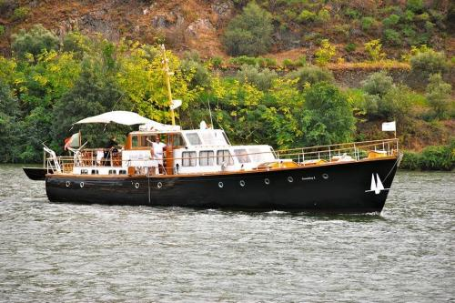 img-DOURO CRUISE WITH DOCUMENTED WINE TASTINGS BY ENOLOGISTS