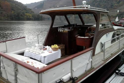 tt3CRUISE WITH VINTAGE LUNCH ON BOARD IN PINHÃO2 thumbs