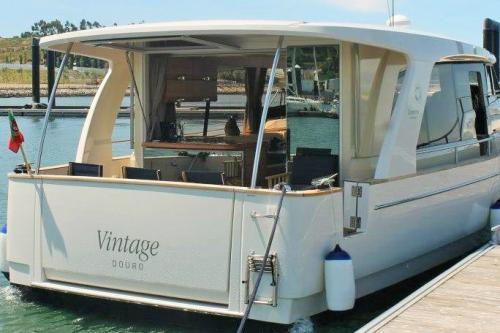 img-3 LUXURY DAYS DOURO CRUISE IN PRIVATE YACHT