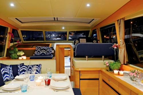 img-7 LUXURY DAYS DOURO CRUISE IN PRIVATE YACHT