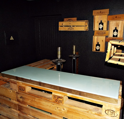 tt3Aplicação de palheta em paredes e balcão de Bar2 thumbs