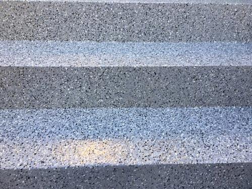 Aplicação de palheta em escadas exteriores