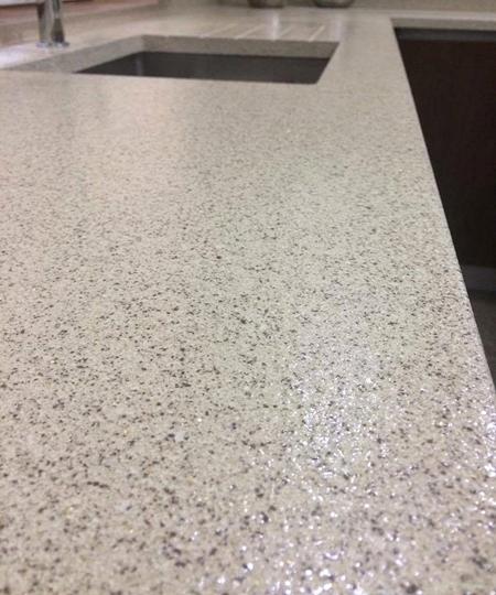 Aplicação de palheta em pavimento e balcão de Cozinha