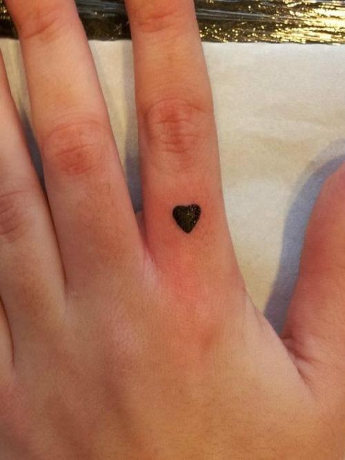 tt2-Tatuagens no dedo em Viseu 1 thumbs