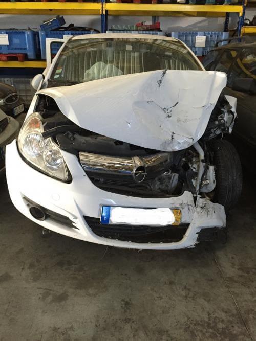 img-Opel Corsa D do ano 2010, 1.200 a gasolina de 5 portas para peças