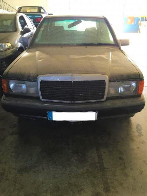 img-Mercedes 190 do ano 1992 com 1.700 cc a gasolina de 4 portas para peças