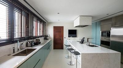 Cozinha em moradia de Luanda
